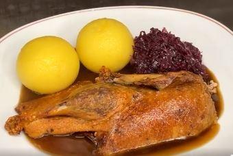 Bauernente mit Kloß, Soße und Rotkohl - aus Aßmann's Manufaktur